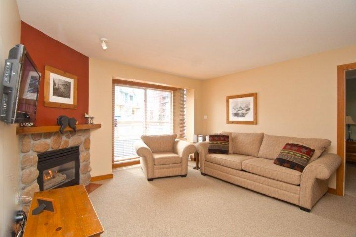 Bright open Living room with queen sofa bed - 2 Bed / 2 Bath Whistler Village Eagle Lodge Condo Unit 334 - Whistler - rentals
