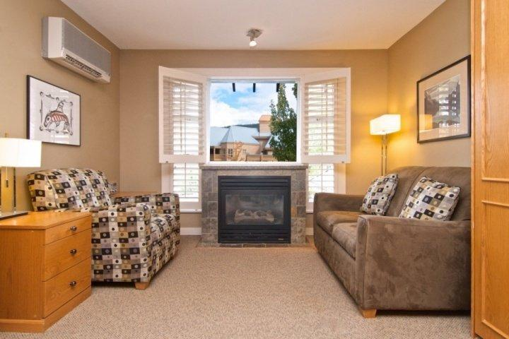 Bright living room - Glacier Lodge unit 226/227 - Whistler - rentals