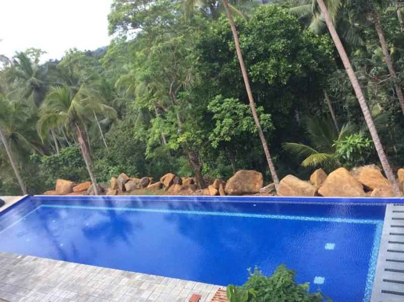 30 metre Jungle edge infinity pool villa - Rustic Luxury Colonial Garden holiday rental/B&B - Galle - rentals