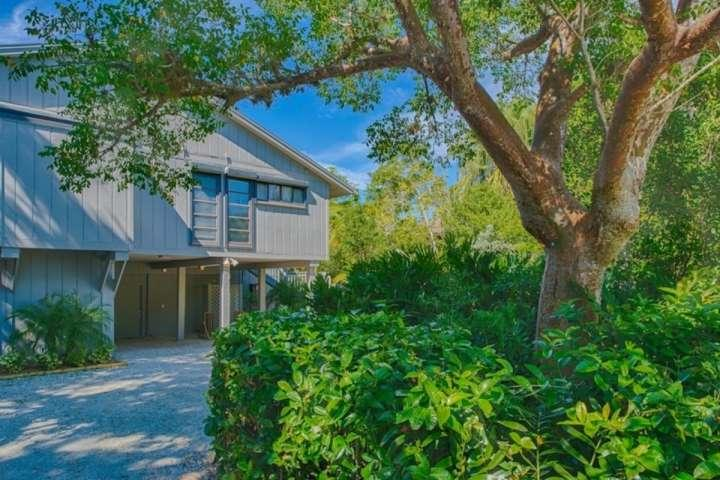 977 Black Skimmer Way - Lush Landscaping in Beautiful Gulf Pines - Beautiful Gulf Pines Home - Short walk to beach in lovely secluded setting - Sanibel Island - rentals