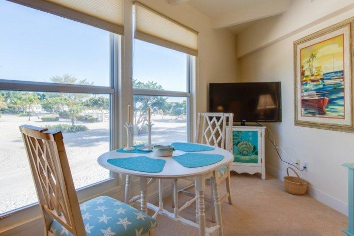 View of the Pool area and Gulf - Wonderful Island Inn Condo! Gulf View!  100 Yards to the Beach! - Sanibel Island - rentals