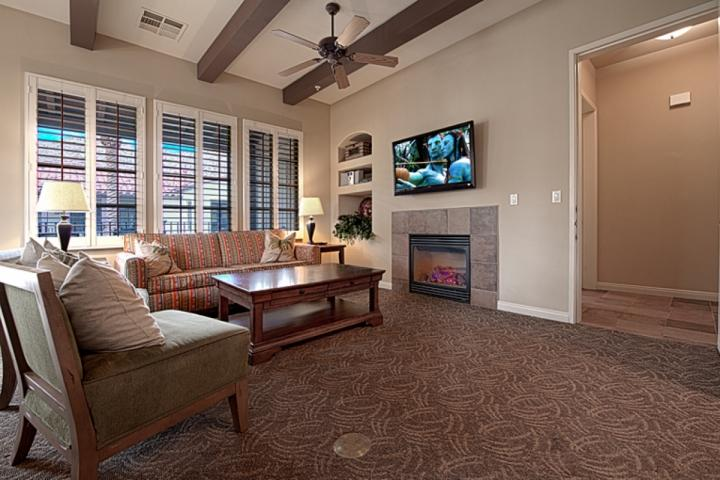 Living Room - Legacy Villas -- Rare 3 Bedroom End Villa with Southern Mountain Views - La Quinta - rentals