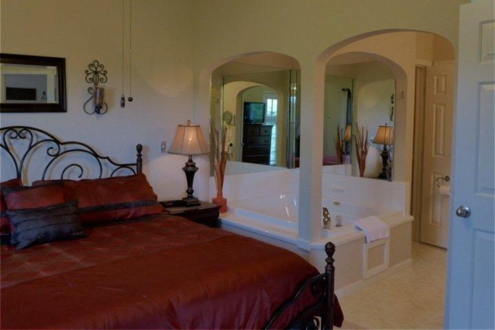 Master Suite - Holiday Hills Penthouse 2BDR (H-11) - Branson - rentals
