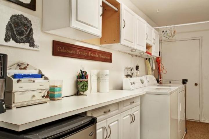 A laundry room for your convenience. - Breezy & Quiet Retreat! Outdoor Kitchen/ Fire pit /Tennis Cts. - Rancho Mirage - Rancho Mirage - rentals
