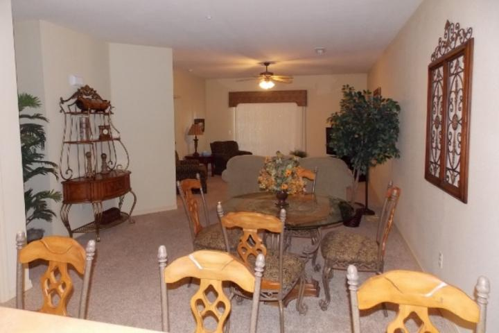 Breakfast Bar and Dining / Living Area - Royal Links at 1000 Hills Walk-in Two Bedroom - Branson - rentals