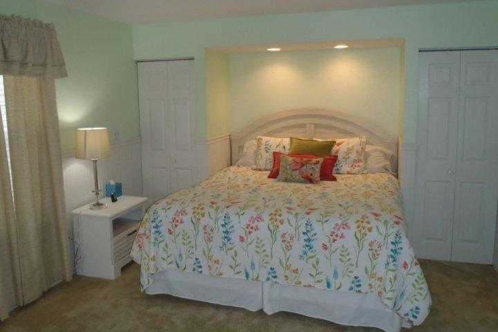 Master Suite with King-Size Bed and Unique Built-In Cabinets. - Lakeside Fall Creek Ground Floor 2BDR (72-1) - Branson - rentals