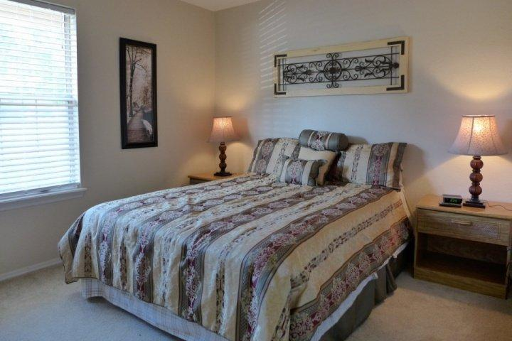 Bedroom with Queen Size Bed - Ground Floor Fall Creek One BDR/One Bath (42-4) - Branson - rentals