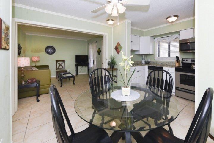 Open Floorplan - Recently Updated & Fresh 2 BR/2 BA in Seaside Hilton Head Resort - Hilton Head - rentals