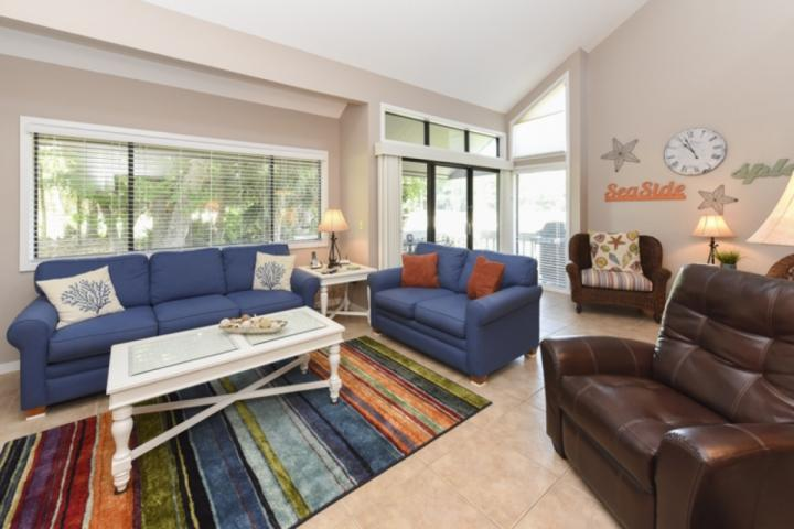 Bright, Airy and Open - Bright, Airy & Inviting 2BR/2BA Turnberry Village End Unit - Great Golf Views - Hilton Head - rentals