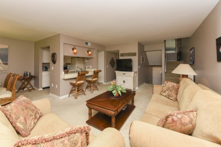 Open Floor Plan Dining and Family Rooms - Comfortable Pet Friendly 2BR Turnberry Villa with Golf Views, Community Pool - Hilton Head - rentals