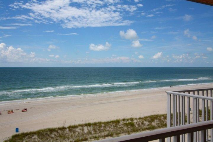 Private beachfront balcony on the top floor - 612 - Island Inn - Treasure Island - rentals