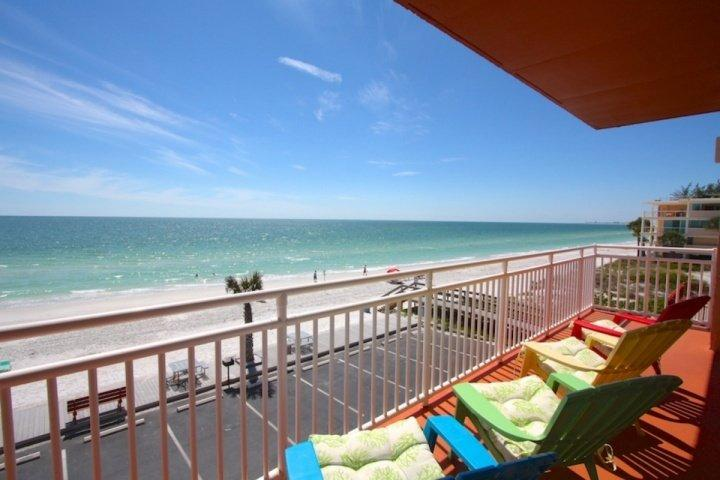 Corner unit on the third floor with a balcony - 301 - Sunset Chateau - Treasure Island - rentals