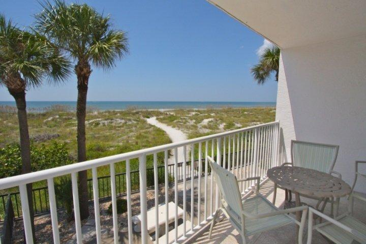 Private Beachfront Balcony - 101 - Chambre - Madeira Beach - rentals