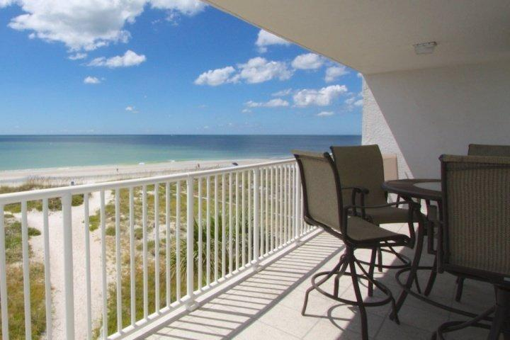 Large, private, beach front balcony on the third floor - 302 - Chambre - Madeira Beach - rentals