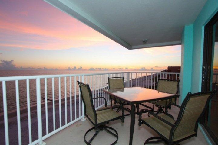 Gorgeous top floor, corner unit, private balcony to watch the sunset and dolphins play - 503 - Arena De Madeira - Madeira Beach - rentals