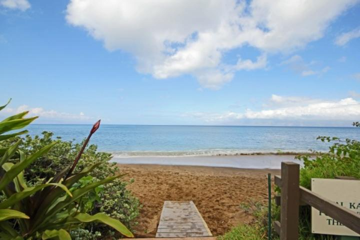 Royal Kahana oceanfront resort with sandy beach. - Ocean View Royal Kahana Studio - Lahaina - rentals