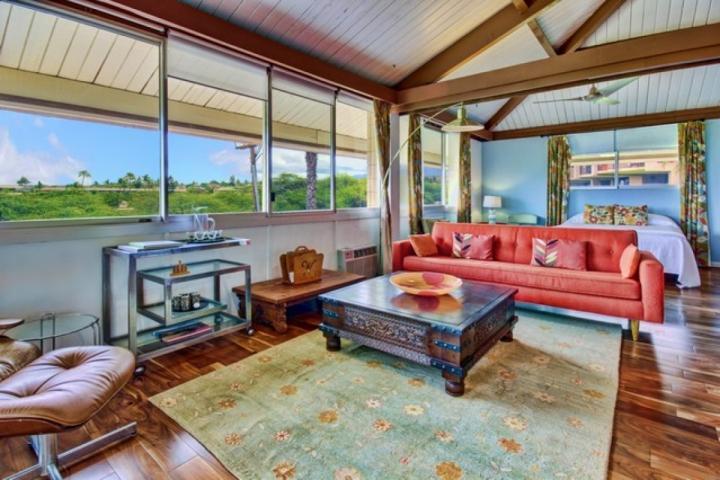 Bright and sunny open floor plan with hardwood floors. - Haleakala Shores - Kihei - rentals