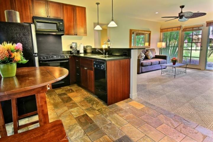 Aina Nalu D-103 with spacious kitchen and granite counter tops. - Aina Nalu Resort D-103 - Lahaina - rentals
