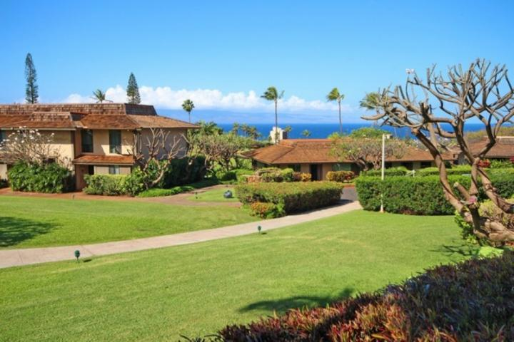 Kaanapali Plantation is located on 10 acres of tropical landscape. - Kaanapali Plantation Upgraded - 2 bed / 2 bath - Close to Golf Courses and - Ka'anapali - rentals