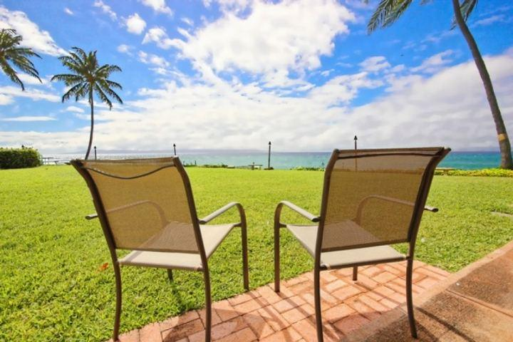 Picture yourself enjoying the sounds of the waves against the shore line - ideal oceanfront one bedroom condominium. - Polynesian Shores One Bedroom / One Bath - Unit 102 - Napili-Honokowai - rentals