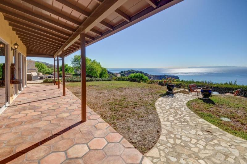 Upscale clifftop home with stunning ocean views, room for 6 - Image 1 - Rancho Palos Verdes - rentals