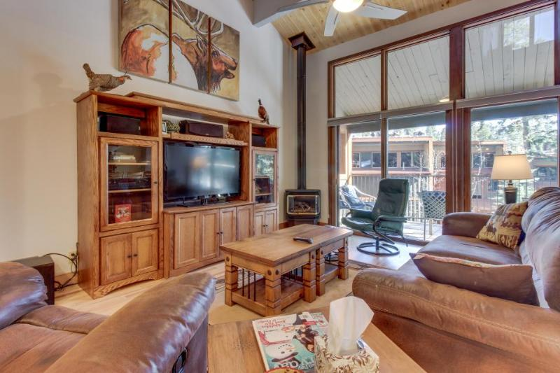 High-end condo with access to a shared pool, hot tub, sauna, and golf! - Image 1 - Durango Mountain - rentals