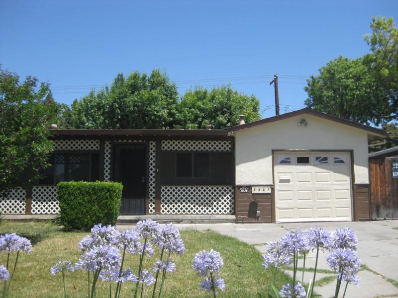 Furnished 3-Bedroom Home at Chromite Dr Santa Clara - Image 1 - Santa Clara - rentals