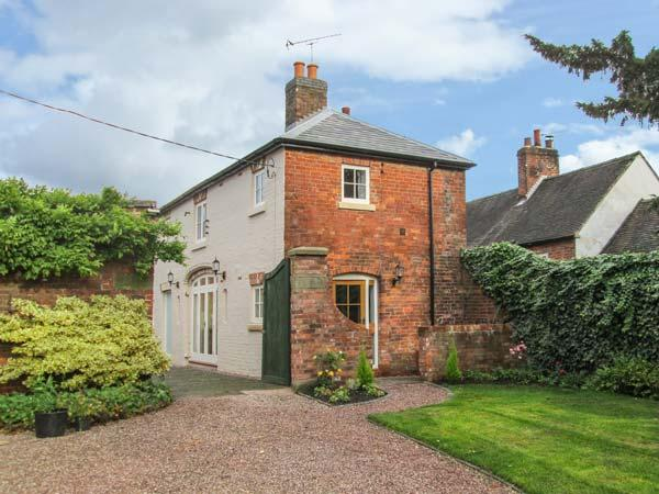 OLD CHURCH COACH HOUSE, en-suite, WiFi, courtyard and garden in Hollington, Ref 905225 - Image 1 - Leigh - rentals