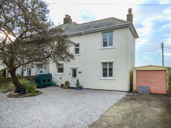 VALLEY VIEW, pet-friendly,  south-facing lawned garden, woodburner, in Tregony, Ref 925333 - Image 1 - Tregony - rentals