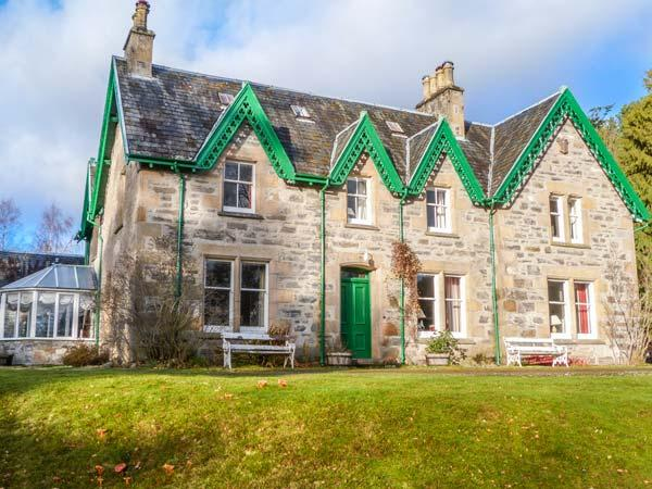 MORVEN, spacious detached house, open fire, many reception rooms, in Kincraig, Ref 930468 - Image 1 - Kincraig - rentals