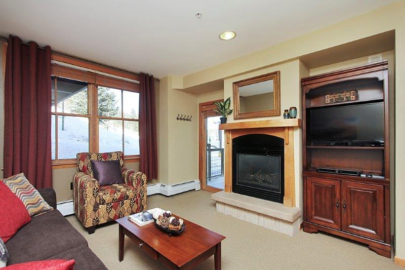 Access the ski slopes right off of your porch! - Zephyr Mountain Lodge 1215 - Winter Park - rentals