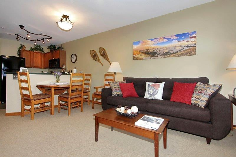 Bright and inviting decor. - Zephyr Mountain Lodge 1215 - Winter Park - rentals