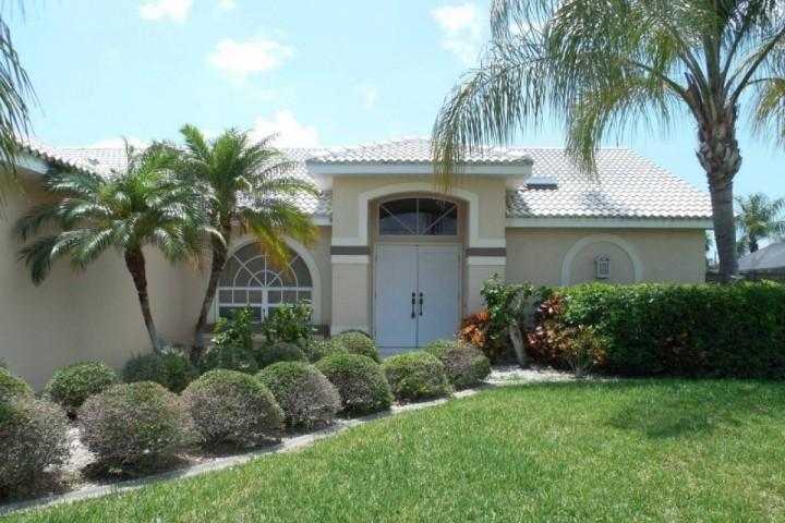 Front Entrance with Double doors - Cape Coral Canal Beauty - Cape Coral - rentals