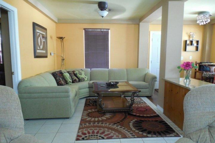 Awesome living room - The Pelican Island Cottage - Fort Myers Beach - rentals