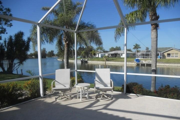 Relaxing Lanai overlooking the fresh water canal - Cape Coral Canal Beauty with quiet views of the Canal - Cape Coral - rentals