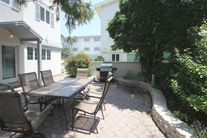 The Front Veranda - Ocean Block Town home with Two Pools and Country Club Amenities Just a One Minute Walk to the Beach. - Dewey Beach - rentals