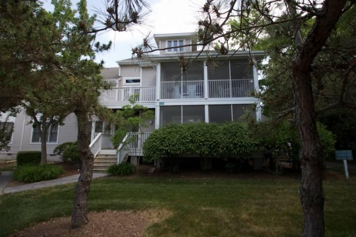 Second Level 3 BR Townhome with Loft Sleeping 8 - Indoor/Outdoor Pools, Tennis, and Shuttle to the Beach at Sea Colony West, Sleeping 8 in 5 Beds. - Bethany Beach - rentals