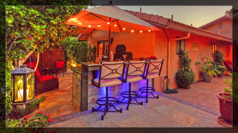 Bar, outdoor kitchen in Citrus courtyard - Gorgeous Mini Resort Outdoor Bar/Grill/Spa/ Fun! - La Quinta - rentals