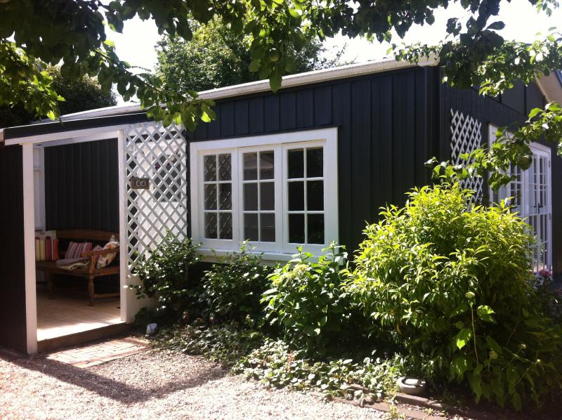 Nestled in a private garden setting, Plum Tree Studio is a lovely retreat. - Plum Tree Studio (self-contained) - Taupo - rentals