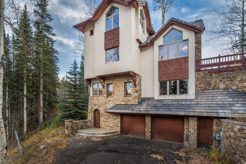 A private winter paradise - Ski in/out, private hot tub - High Pine Lodge at Winterleaf - Image 1 - Mountain Village - rentals
