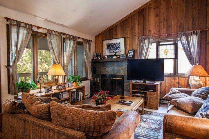 Imagine relaxing by the fire or getting cozy for a movie after an awesome powder day! - On Free Bus Route~ Outdoor Hot Tub! Great Value 4BR 4BA ~ Book Vail Colorado Family Fun! - Vail - rentals