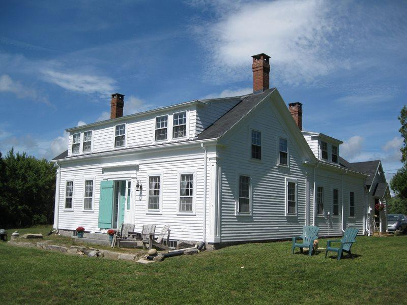 TARBOX COTTAGE | WESTPORT ISLAND | 600 FEET OF WATERFRONT | STUNNING VIEWS OF KNUBBLE BAY | HISTORIC FARMHOUSE IN PEACEFUL RURAL SETTING | PET-FRIENDLY - Image 1 - Boothbay - rentals