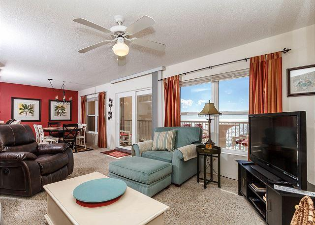 TOP FLOOR Gulf front living and dining rooms. 2017 new furniture - #7004:Lavish retreat location-full kitchen,WiFi,FREE BEACH Service & more!* - Fort Walton Beach - rentals