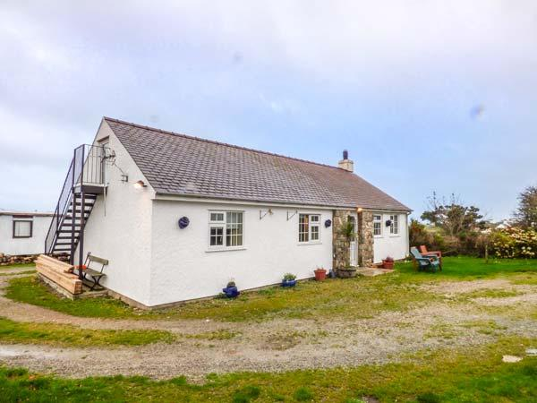 TY WOOD COTTAGE, close to beach, pet-friendly, woodburner, patio, in Rhoscolyn, Ref 929795 - Image 1 - Rhoscolyn - rentals