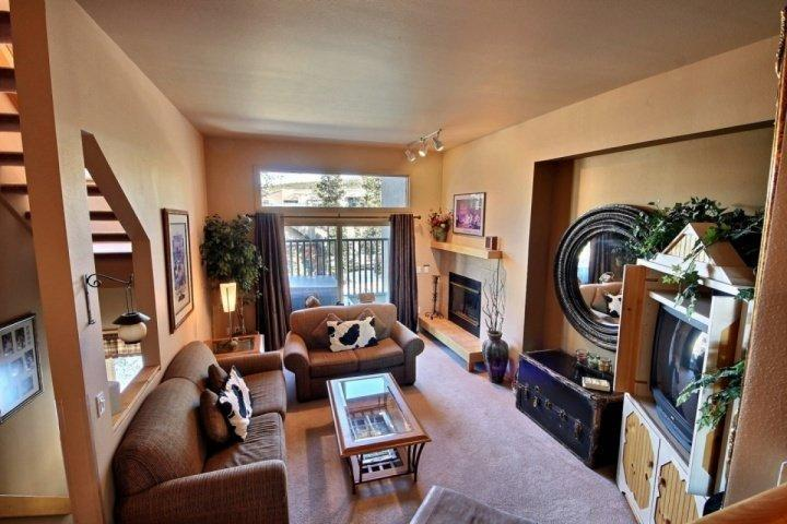 Fabulous decor in this great room! - Chimney Ridge Beauty:150 downhill Yds to Lift-Private Tub on Balcony - Breckenridge - rentals