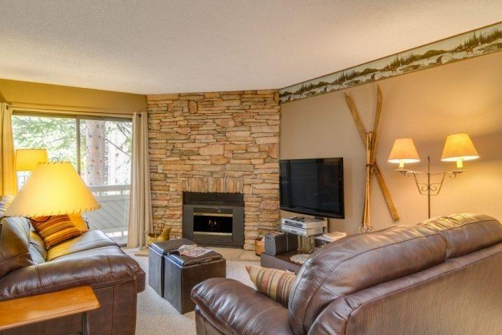 Brand new leather sofas and inviting decor - Chilly Pepper, Too - Short Walk to Slope, New Leather Couches by Gas Fireplace - Breckenridge - rentals