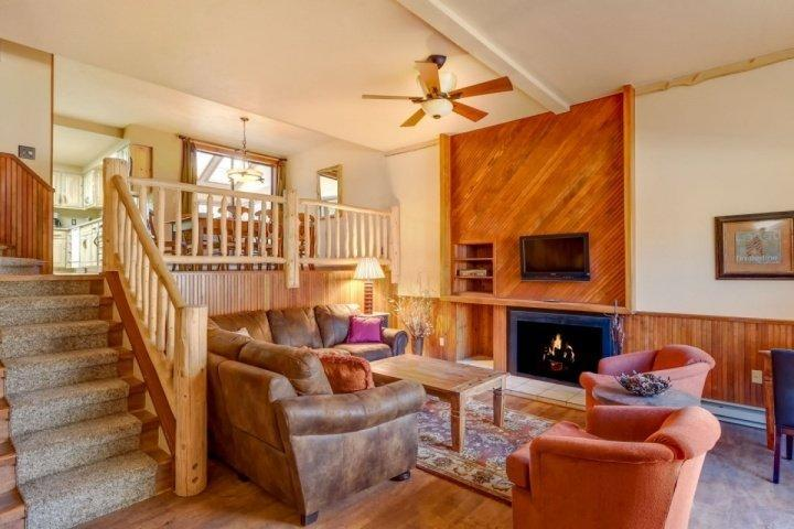 Cedars:Next to Pk 9 Base+Quicksilver Run! Large Hot Tub in Unit - Image 1 - Breckenridge - rentals
