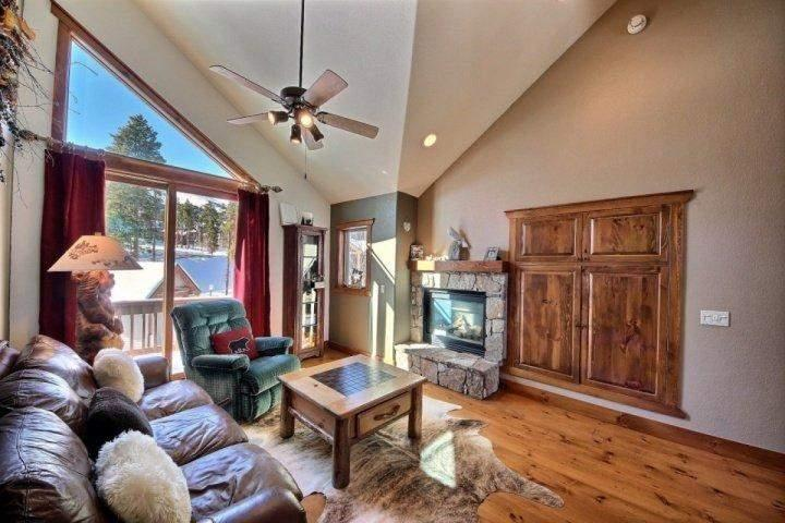 Great Decor and Large Flat Screen TV Behind Doors - Saddlewood - Awesome Easy Lift Access!!  60 yards to Snowflake!  Luxurious Decor - Breckenridge - rentals