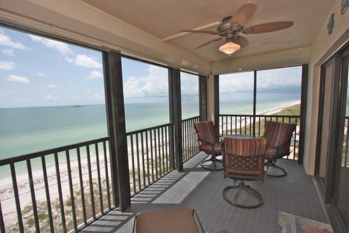 Beautiful Private Patio with Seating for 4-6 Overlooking The Amazing Gulf of Mexico - 808 Reflections-on-the-Gulf - Indian Rocks Beach - rentals