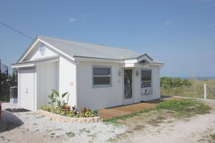 Eiko's Cottage - Image 1 - Indian Rocks Beach - rentals